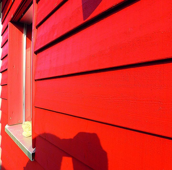 Wie eben gestrichen – aber sieben Jahre alt: das EM-Schwedenrote Haus.