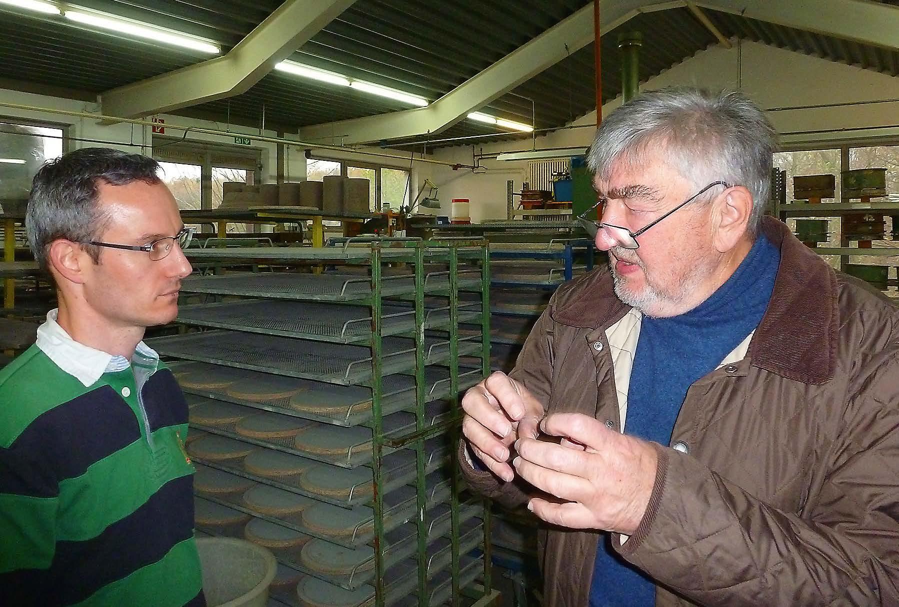 Franz Denk im Gespräch mit Gerben van Limpt, der den Verkauf in den Niederlanden organisiert.
