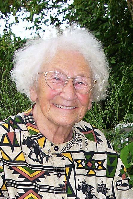 Edith Schütt in ihrem Garten