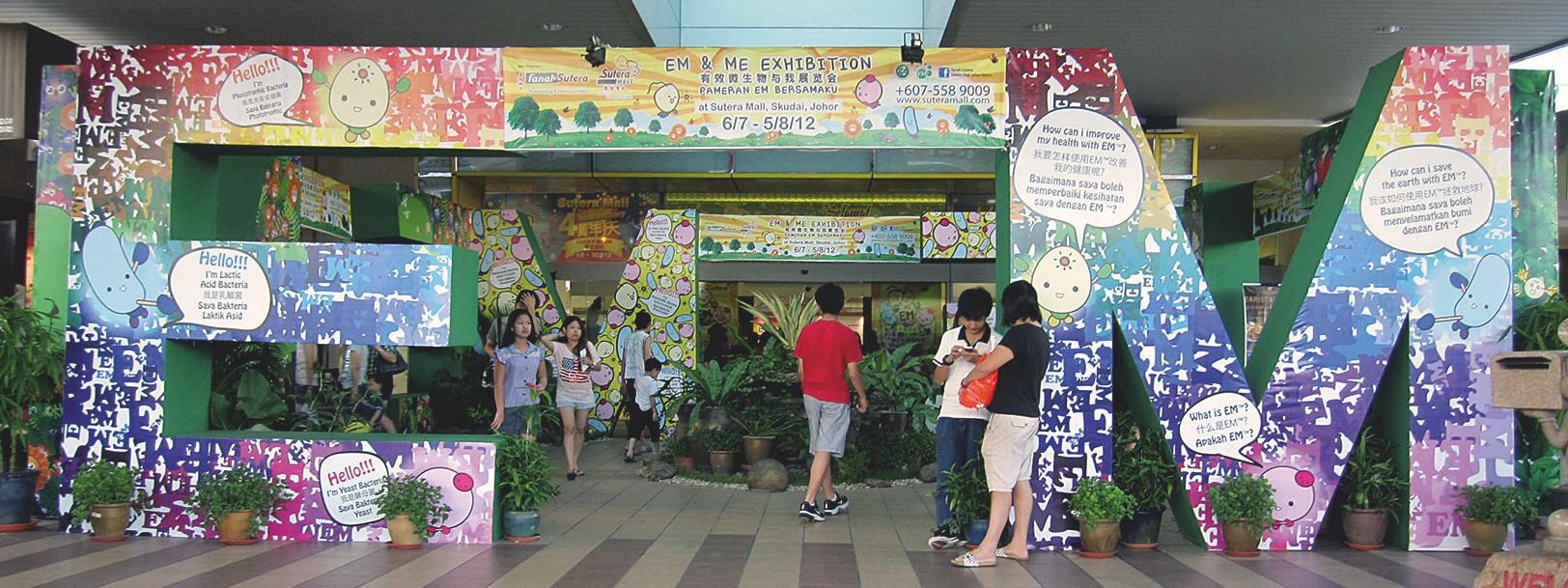 Das Projekt EM-ME (dt.: EM und ich) in dem Einkaufszentrumder Öko-Stadt organisierte ein EM-Ausstellung mit Workshops für Kinder und Erwachsene.