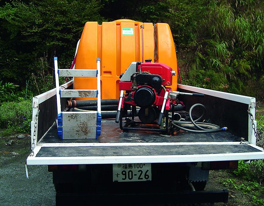 Stabile Tanks für EMa, mobile Pumpen für die Ausbringung, Schläuche sowie notwendiges Werkzeug.