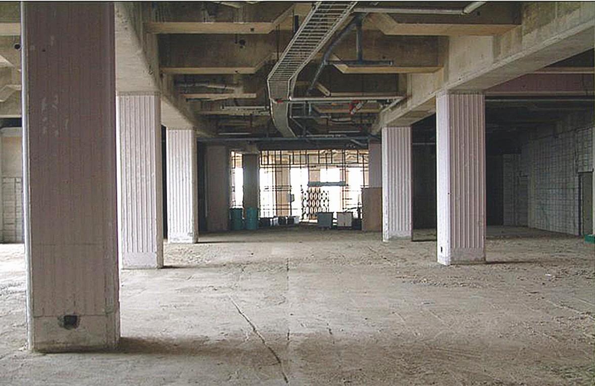 Die Lobby des Hotels vor und nach der Renovierung