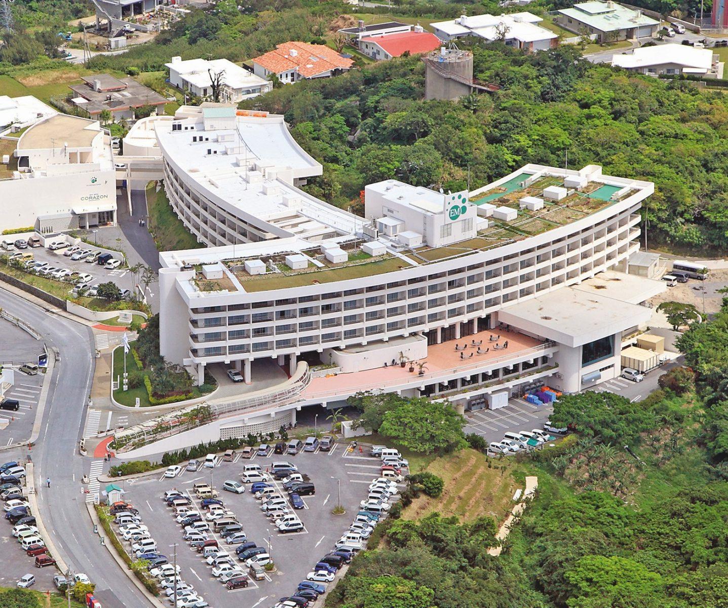 Ein elegant dem Hügel angepasstes Gebäude: Das Costa Vista Hotel