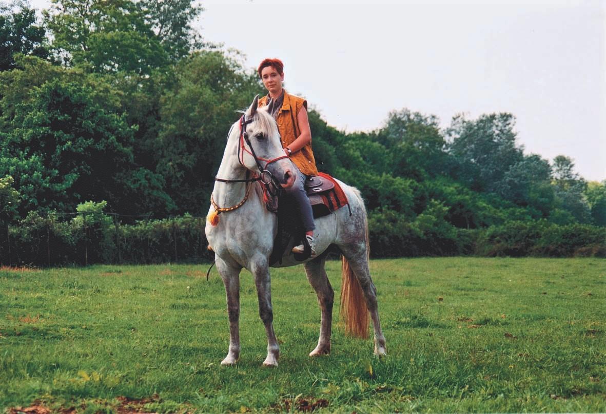 Tanja Haase auf ihrer wieder gesundeten Berberstute