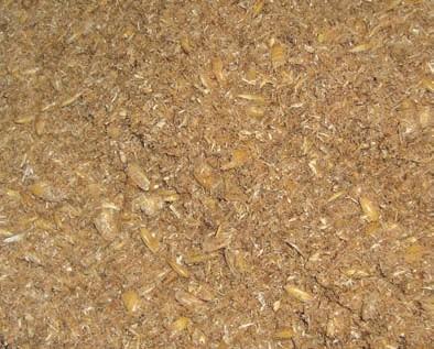 Selbst hergestelltes Futterbokashi aus: Leinsamen / Obsttrester / Hafer / Kornspreuer / Krüsch (Kleie) / verdünntes EMa zum Befeuchten