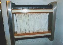 Der letzte Filter der Kläranlage: Feine Plastikschläuche mit 3 μ kleinen Löchern filtern kleinste Partikel aus dem geklärten Wasser. (hier nur ein Beispiel zur Anschauung)