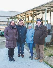 """Freuen sich immer wieder über den herausragenden Erfolg ihres Projekts: (von links) Ammy Bratten, Fabrizio Proietti, Paola Pinto und Vianni Ficola – trotz der sibirischen Temperaturen """"im Land wo die Zitronen blühen"""" …"""