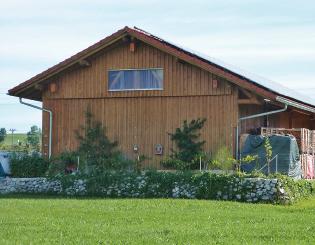 Freistehende wetterausgesetzte Südseite der Lagerhalle
