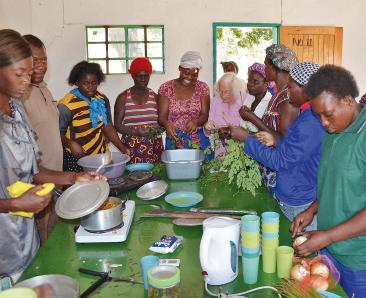 Kochen der selbstgezogenen Moringablätter mit E. Schütt