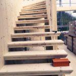 Treppe aus Fensterausschnitten