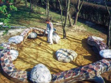 1990 nach geomantischen Gesichtspunkten gebaute Piratenspielplatz in Amberg