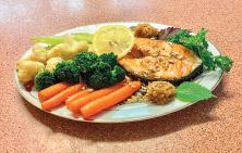Gegrillter Lachs mit Zitronenmus und Beilagen