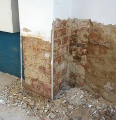 Im Keller von Gernot und Carola Richter-Pöhlmann wurde das Mauerwerk in den ersten zweieinhalb Monaten der Trocknungsphase täglich zweimal mit einer EMa Mischung 1:10 besprüht: kein Gestank, kein Schimmel.